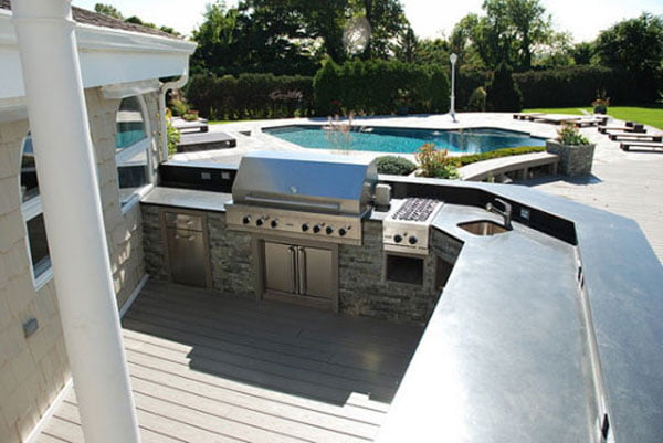 Luxury-Home-Buyers-Want-Most-Outdoor-Kitchens-and-Pools-02