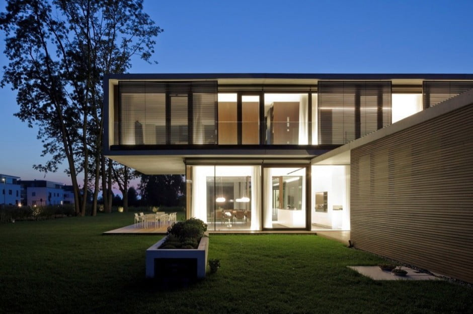 Contemporary Modern House Characteristics Defining by Two Stacked Volumes for LK House in Austria (14)