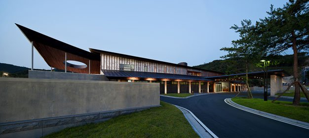 Seowon golf clubhouse design by itm and itami architects for Golf course house plans designs