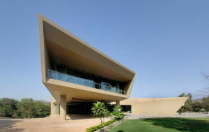 contemporary homes, what is the difference between modern and contemporary architecture, architettura contemporanea, contemporary building style, contemporary architectural terms, examples of contemporary architecture, modern building elements, what makes modern architecture,