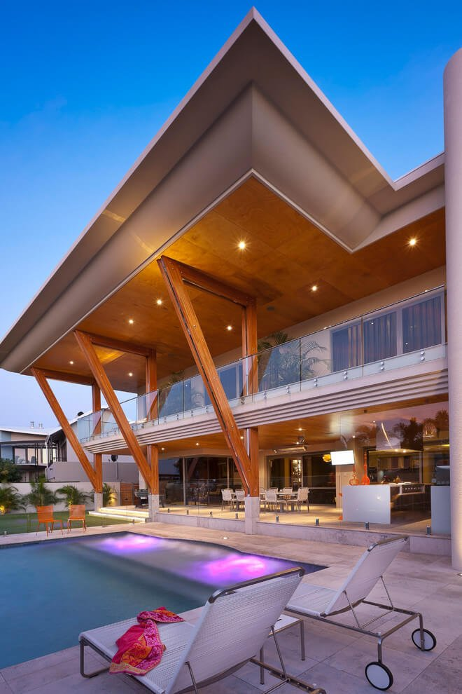 Distinct cantilever balcony and roof reduce cooling costs Modern house architecture wikipedia
