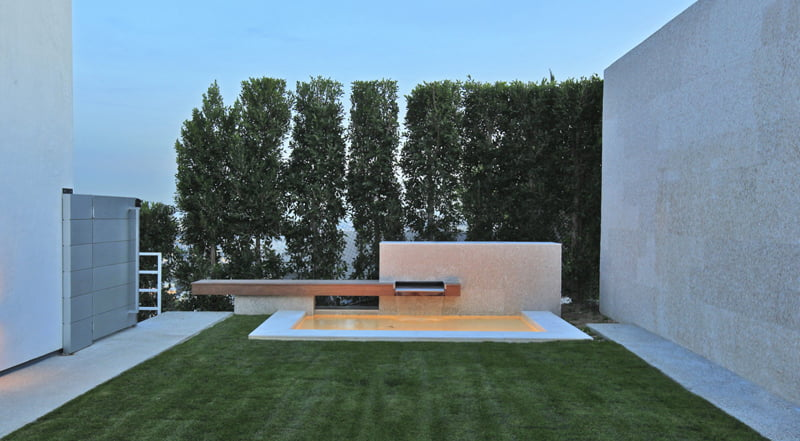 Infinity Swimming Pool Within Modern Villa Architecture (2)