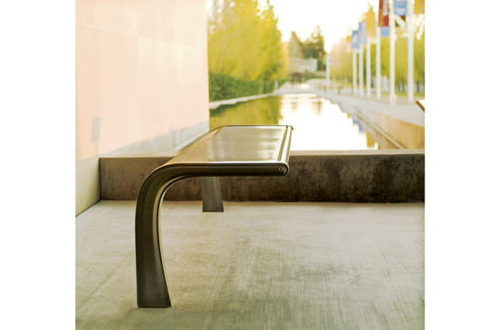 LANDSCAPE-FORMS_35Collection_garden furniture (Courtesy Landscape Forms)