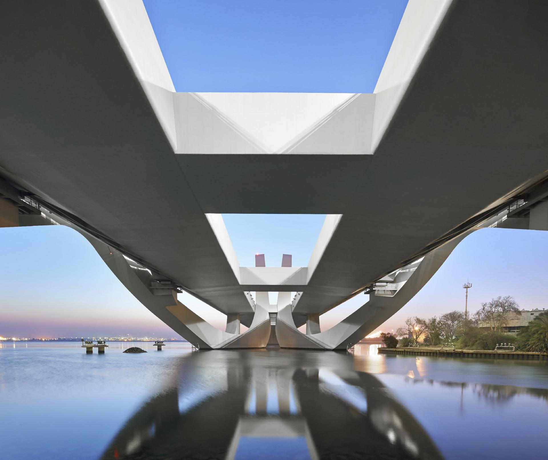 Sheikh Zayed Bridge Construction and Architecture by Zaha Hadid_ (4)