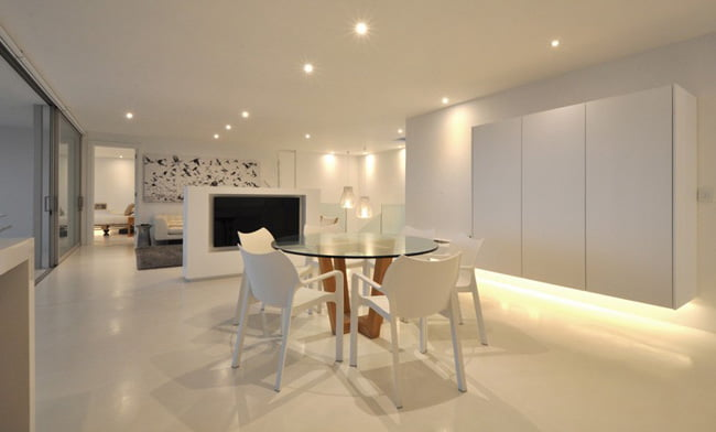 Shades of White Color in Modern House with Valley View in Knysna, South Africa (10)