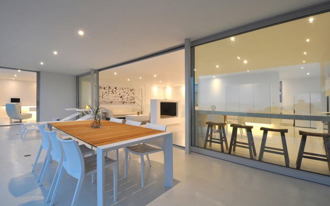 Shades of White Color in Modern House with Valley View in Knysna, South Africa (8)