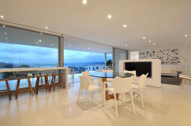 Shades of White Color in Modern House with Valley View in Knysna, South Africa (9)