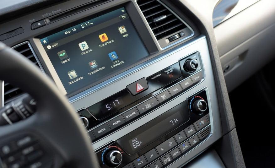 2016-Hyundai-Sonata-plug-in-hybrid-28