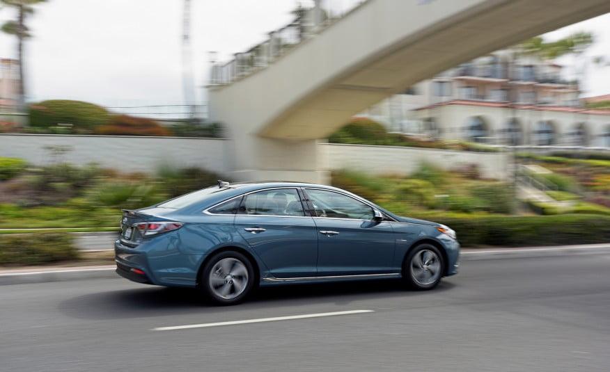 2016-Hyundai-Sonata-plug-in-hybrid-5