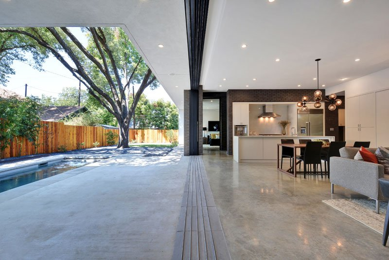 space transation between indoor outdoor in modern home