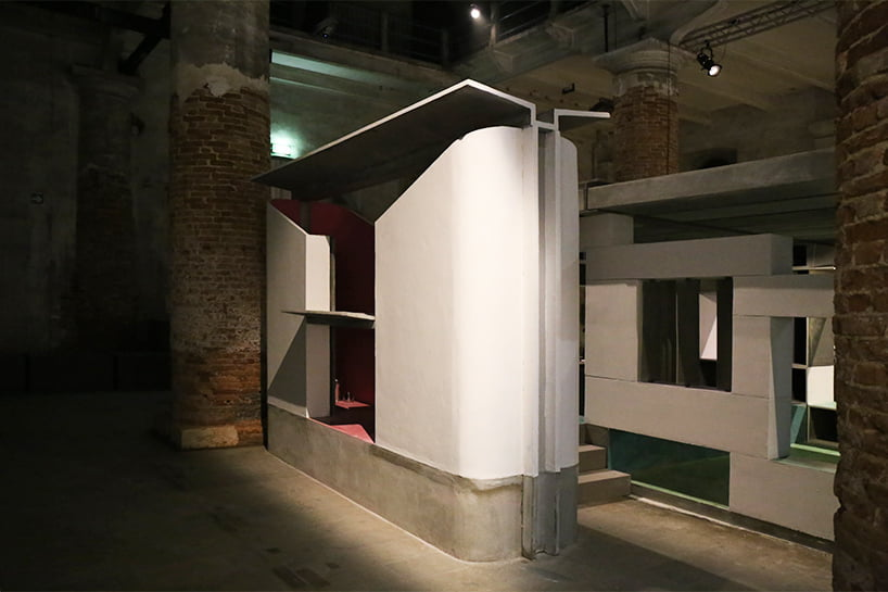 the 'easy WC' combines a toilet and shower cubicle either side of a covered platform