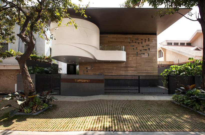 contemporary house elevation in bangalore with courtyard in side