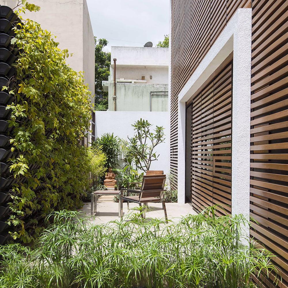 Badri Residence A Modern Indian House Architecture Paradigm (11)