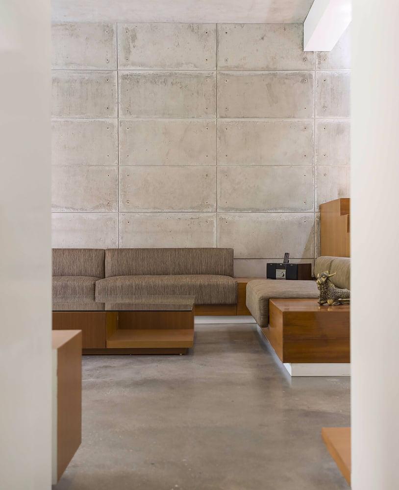 Badri Residence A Modern Indian House Architecture Paradigm (12)