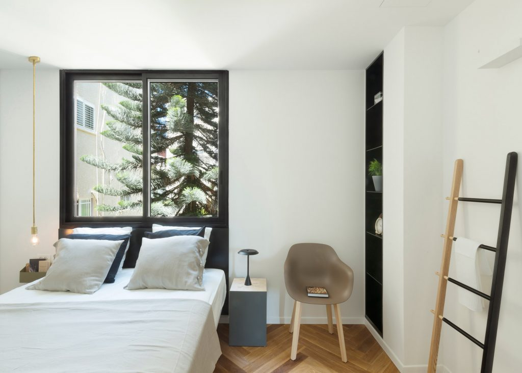 White Bedroom Décor Ideas for Contemporary Apartment Interior.