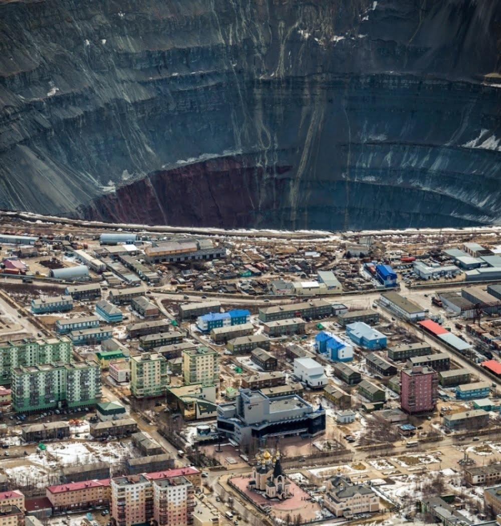 thats-how-they-mine-diamonds-mirny-yakutia-russia