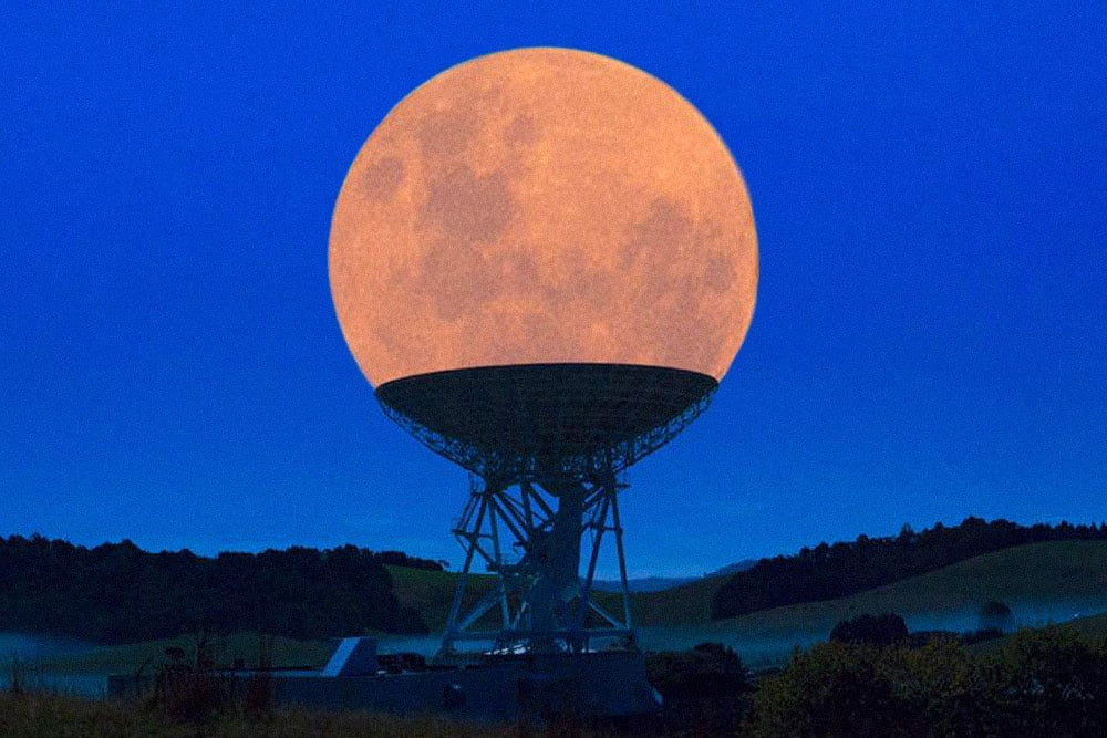 the-supermoon-in-a-radio-telescope