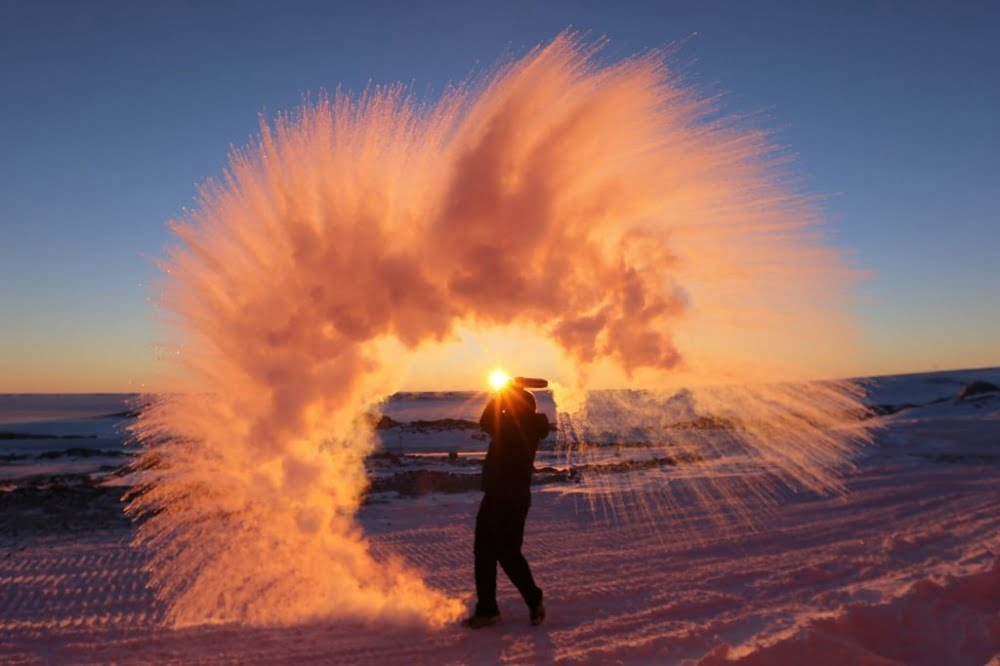 throwing-hot-tea-into-the-air-in-arctic