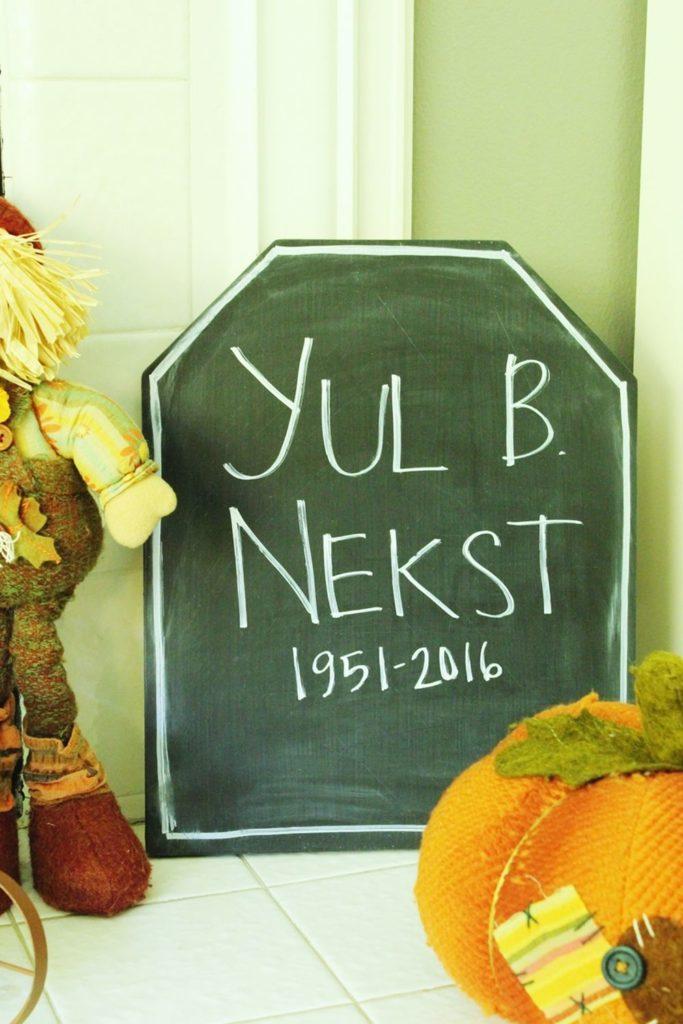 halloween-chalkboard-tombstone