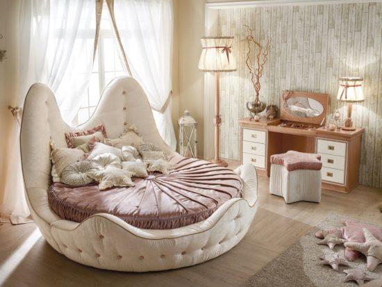 round bed,
