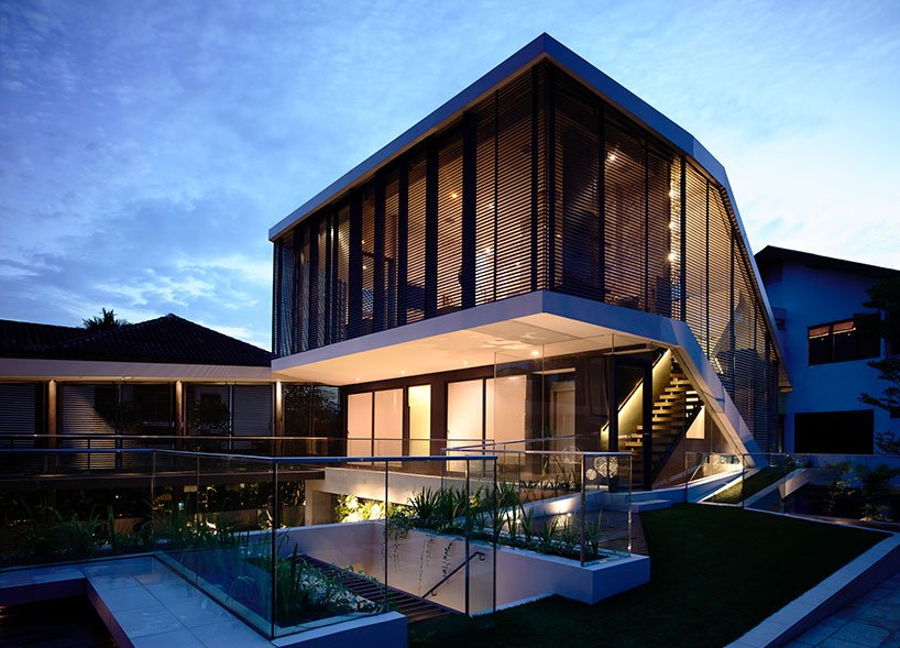 Modern Bungalow Architecture With Internal Courtyard Pool In Singapore