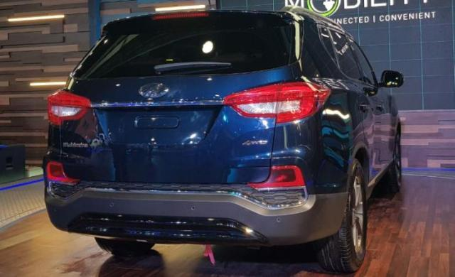 Mahindra Xuv 700 Luxury Rexton Suv Interior Features And